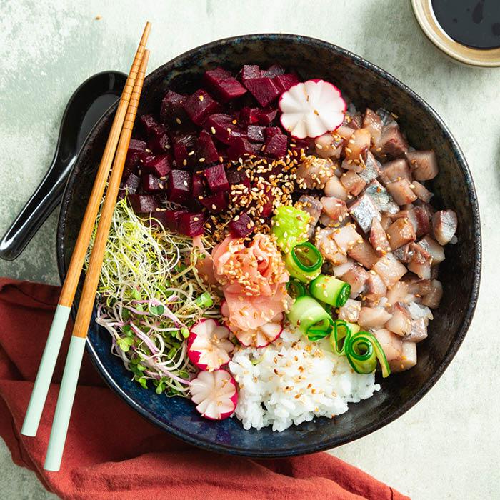 Pokebowl met haring en biet